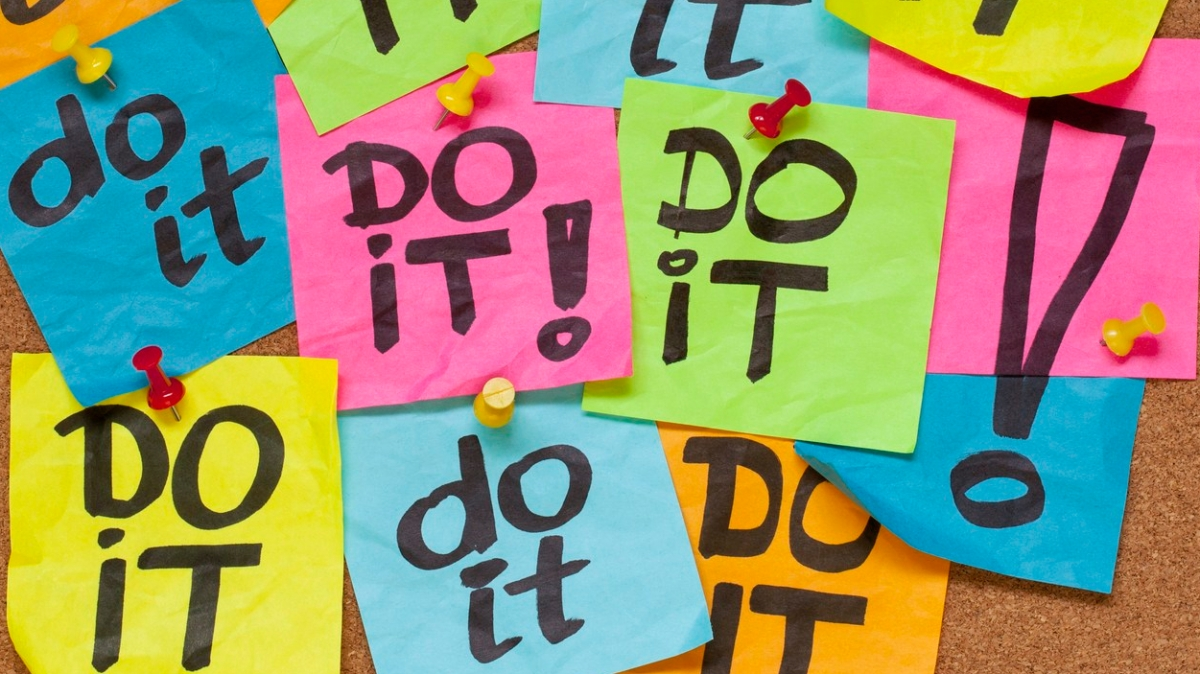 do it - do not procrastinate - sticky notes